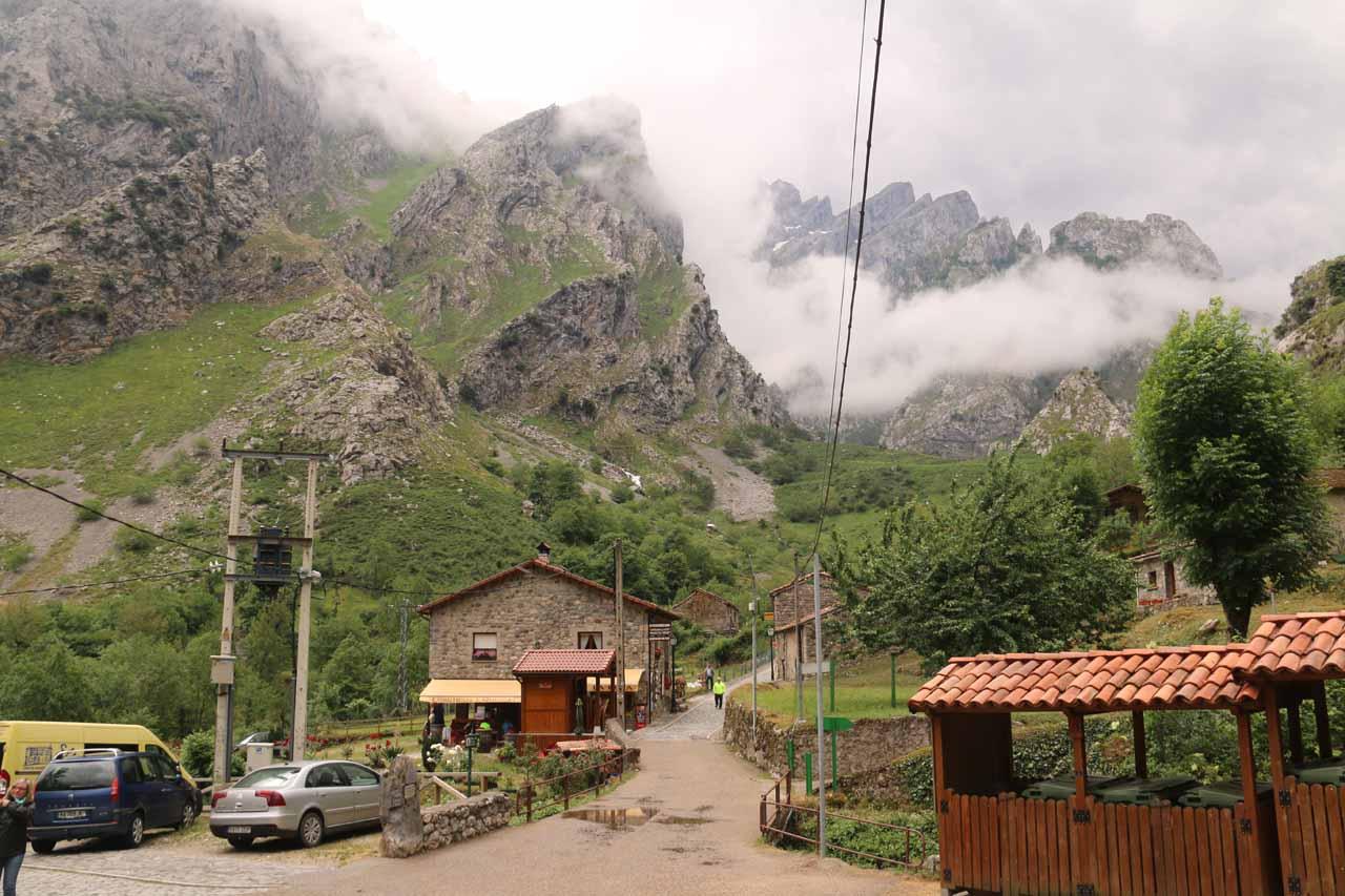 Approaching the hamlet of Cain de Valdeon