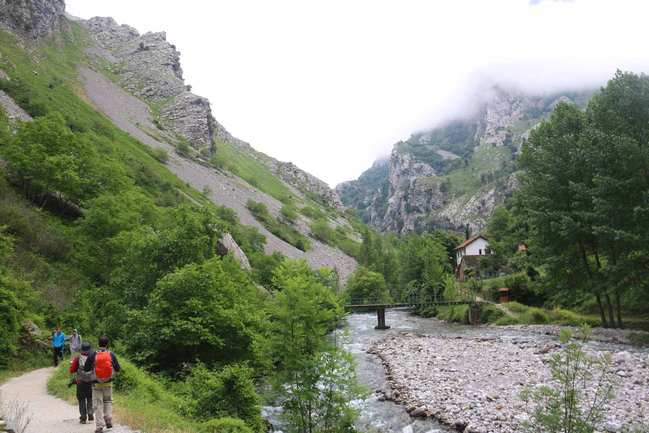 Context of the start of the Cares Gorge hike from Cain de Valdeon