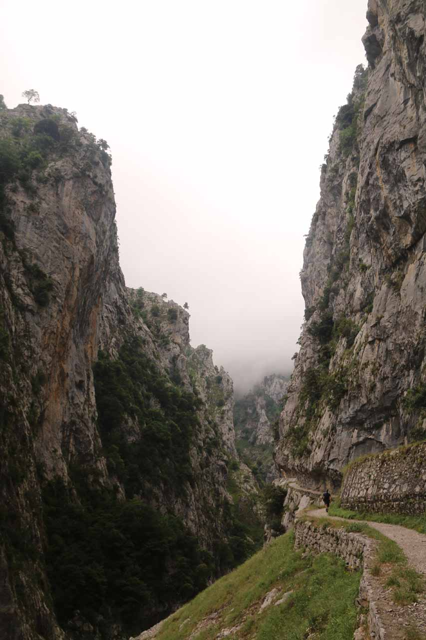 Another contextual look at the attractive Cares Gorge and the Ruta de Cares