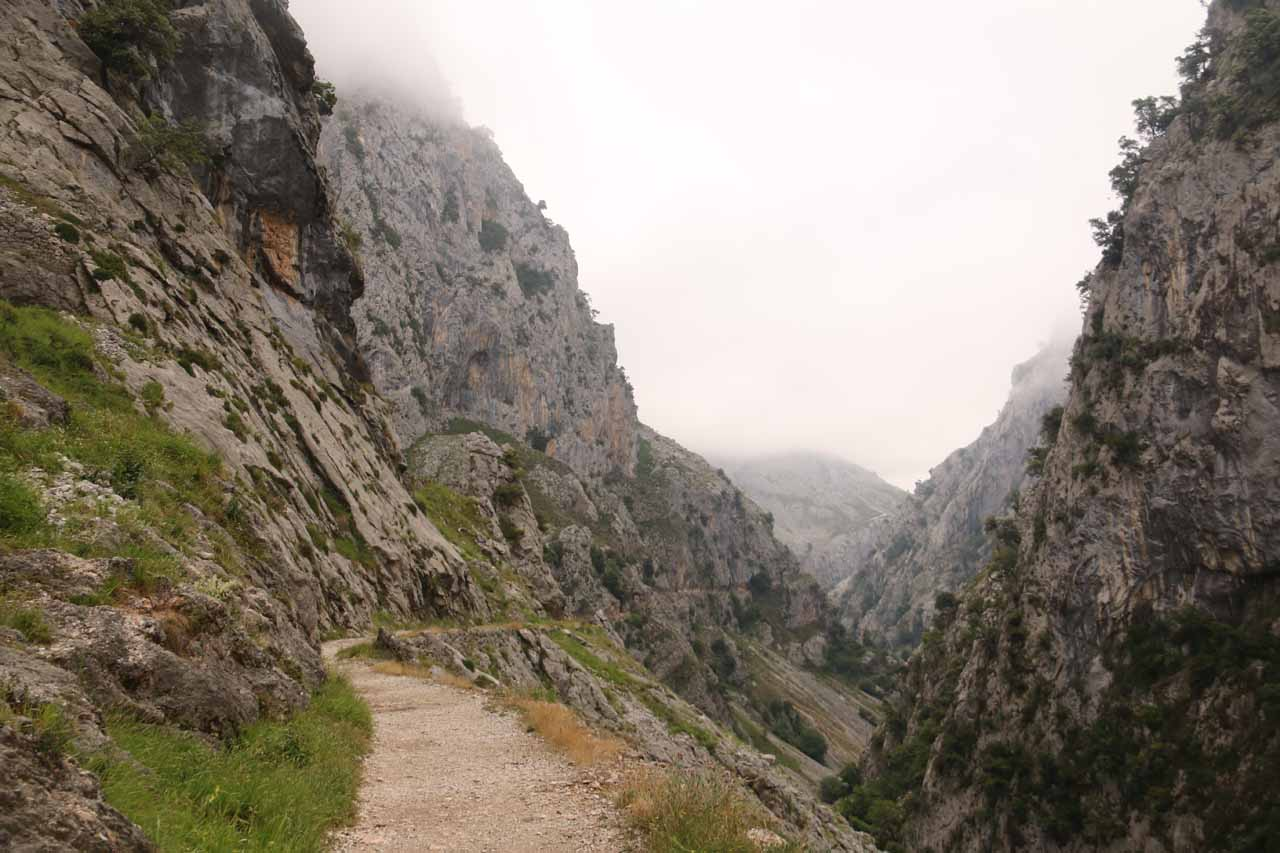 Context of the Ruta de Cares as I continued to make my way north towards Poncebos in search of the natural arch