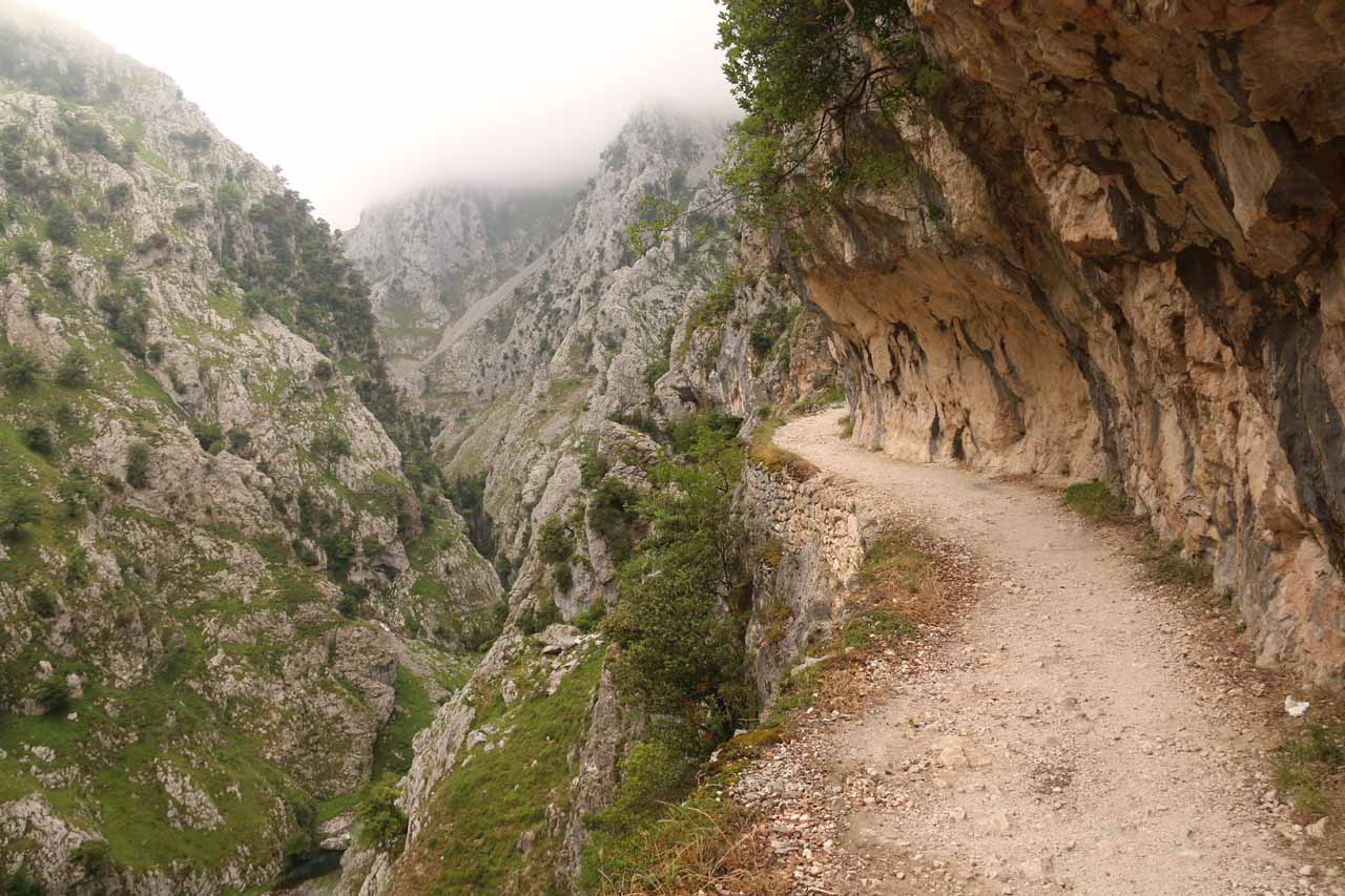 Another contextual look at the overhanging cliffs and dropoffs that were everpresent along the Ruta de Cares