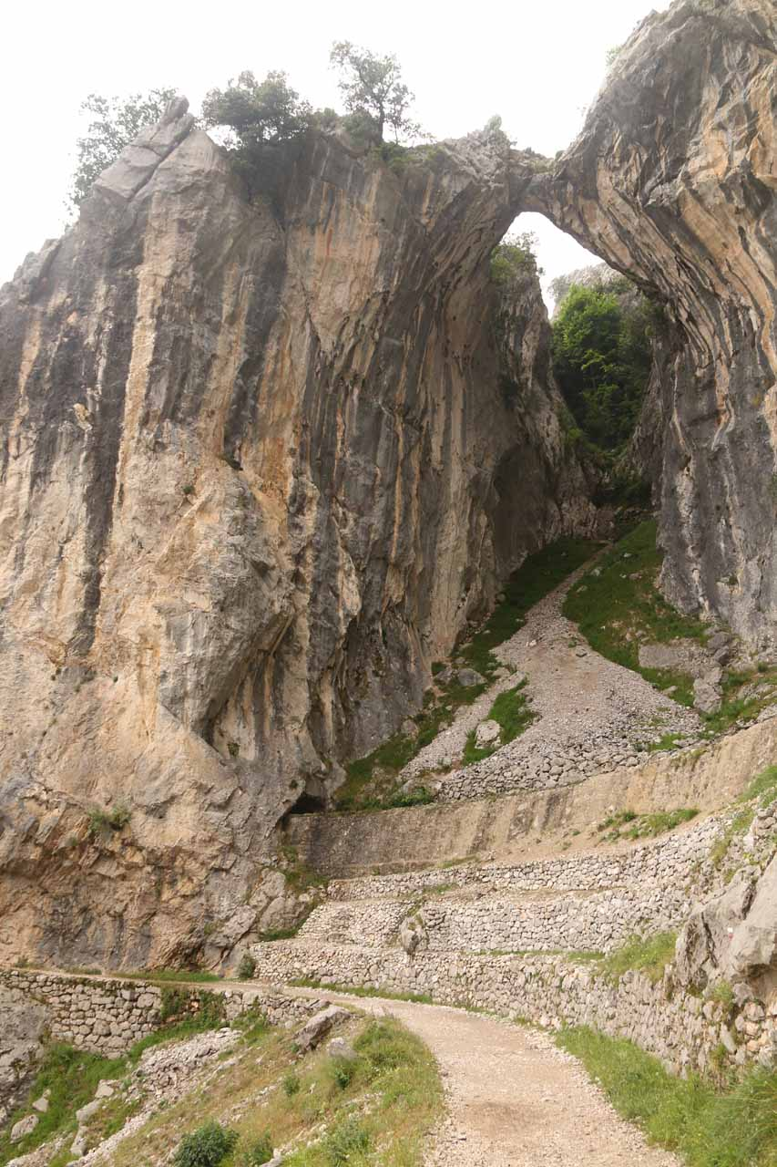 I had finally made it to the natural arch above the Ruta de Cares somewhere not far from Poncebos