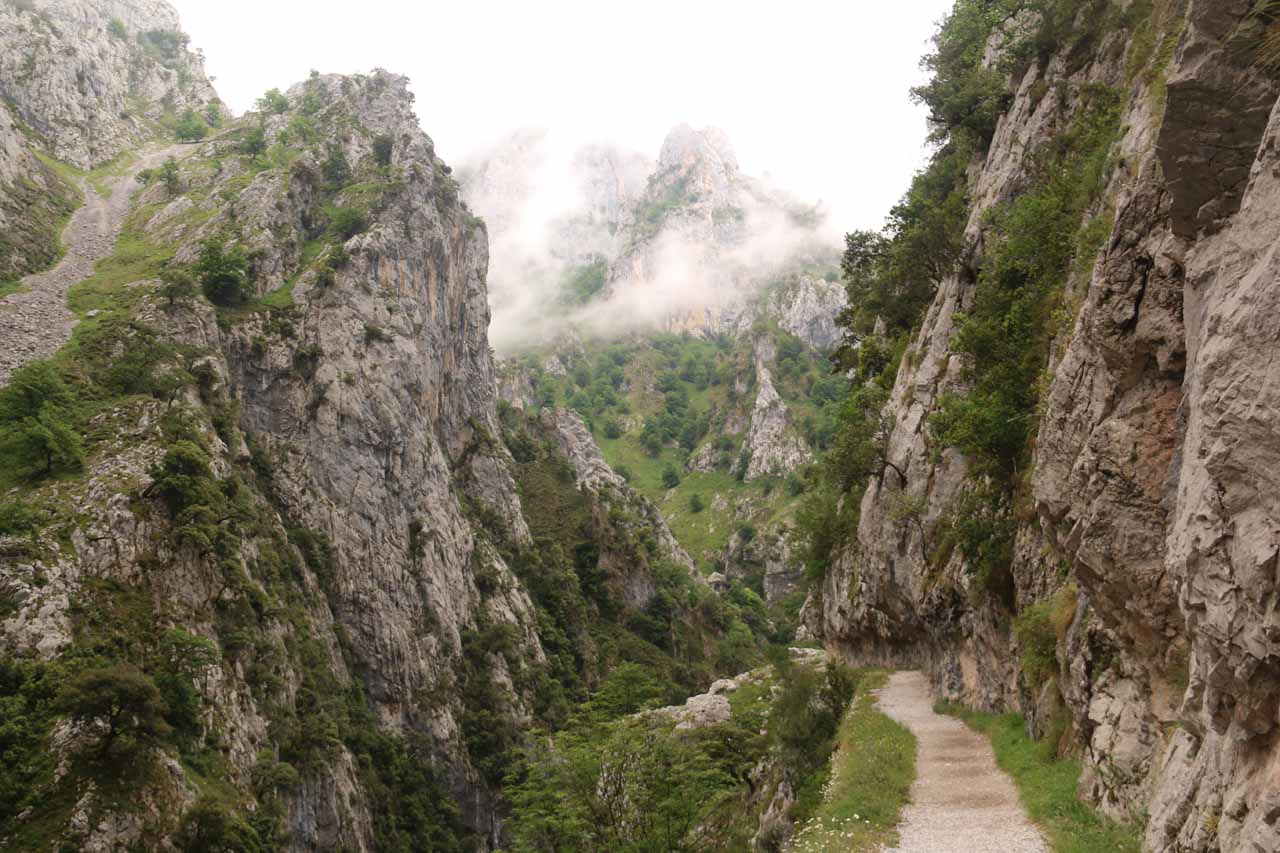 Quickly walking along the rugged Ruta de Cares on the way back to Cain de Valdeon