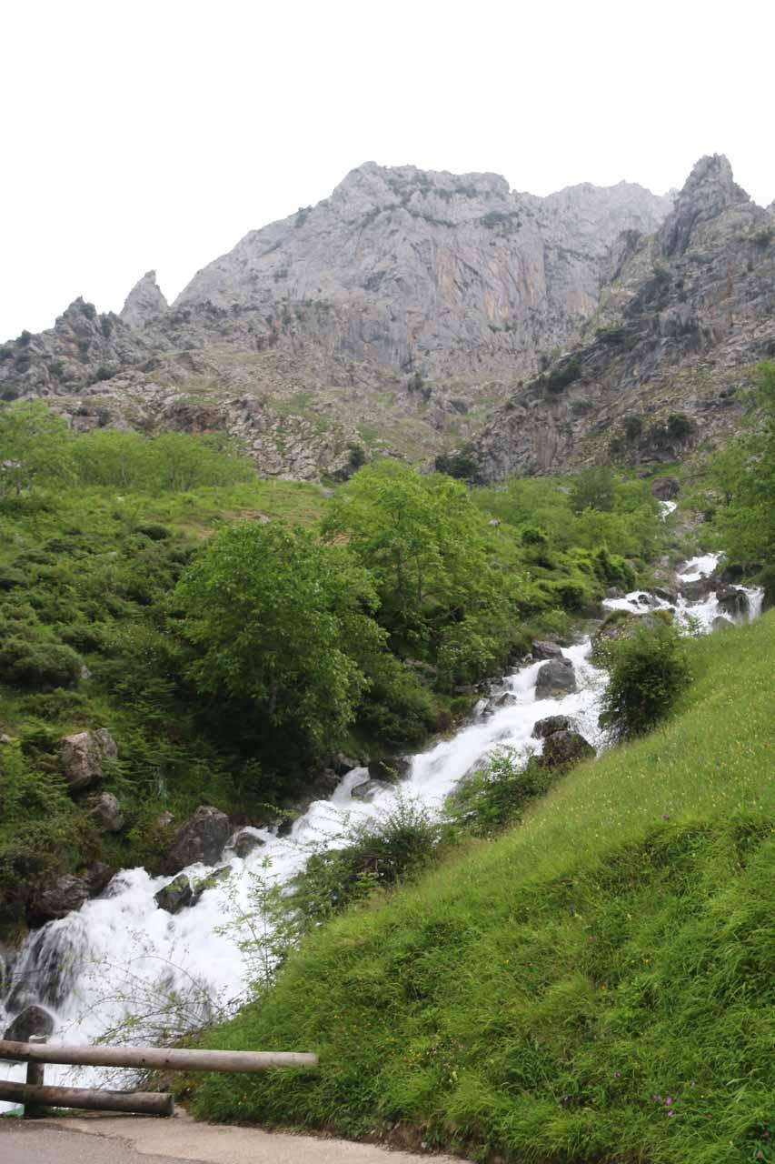Angled view back at the cascade near Cain de Valdeon