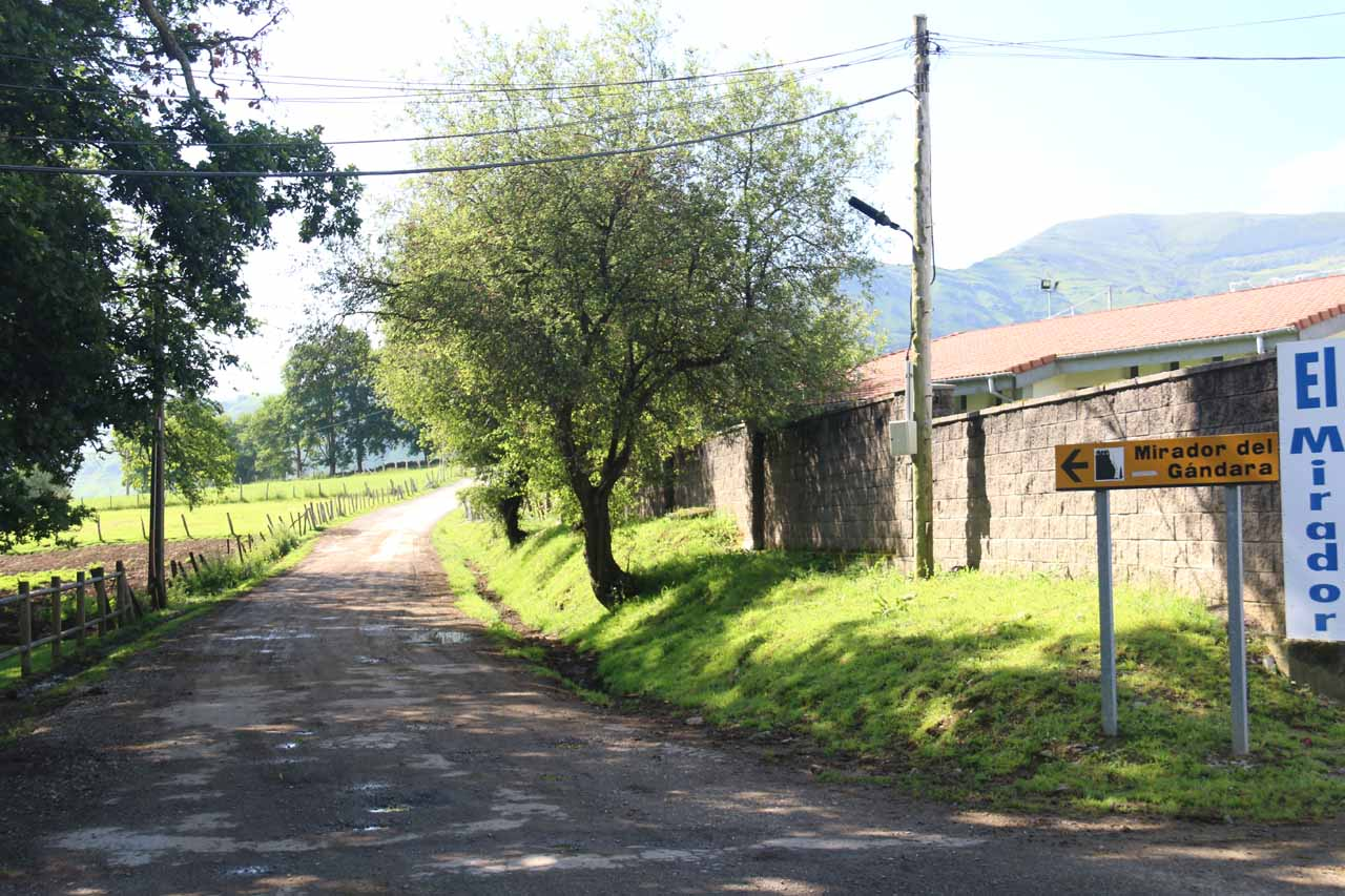 This was the signposted turnoff from the main road and onto this unpaved road leading to the parking for the mirador