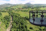 Cascada_La_Gandara_017_06142015 - Context of the overhanging platform with the Cascada del Río Gándara down below