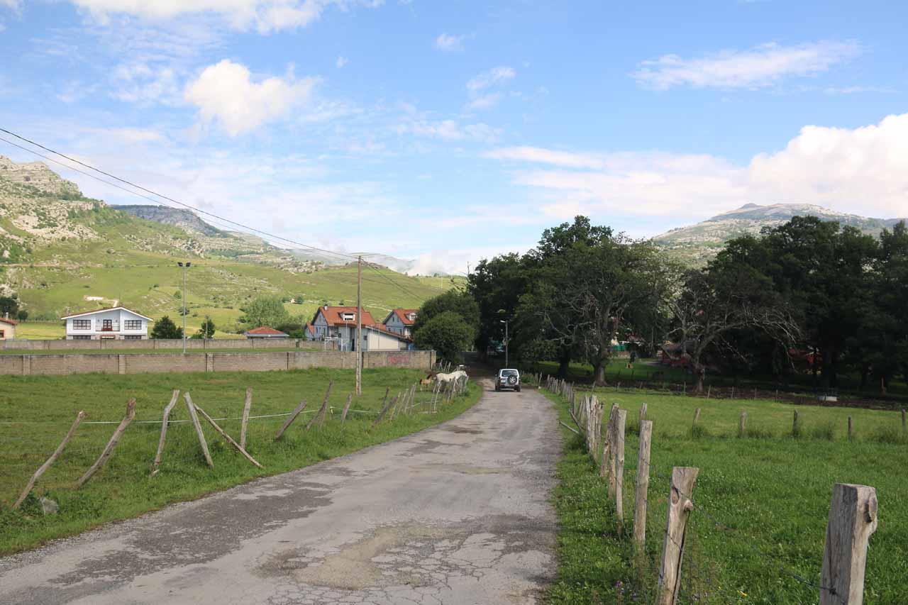 The road that connects Cascada La Gandara with Los Collados del Ason Interpretive Center