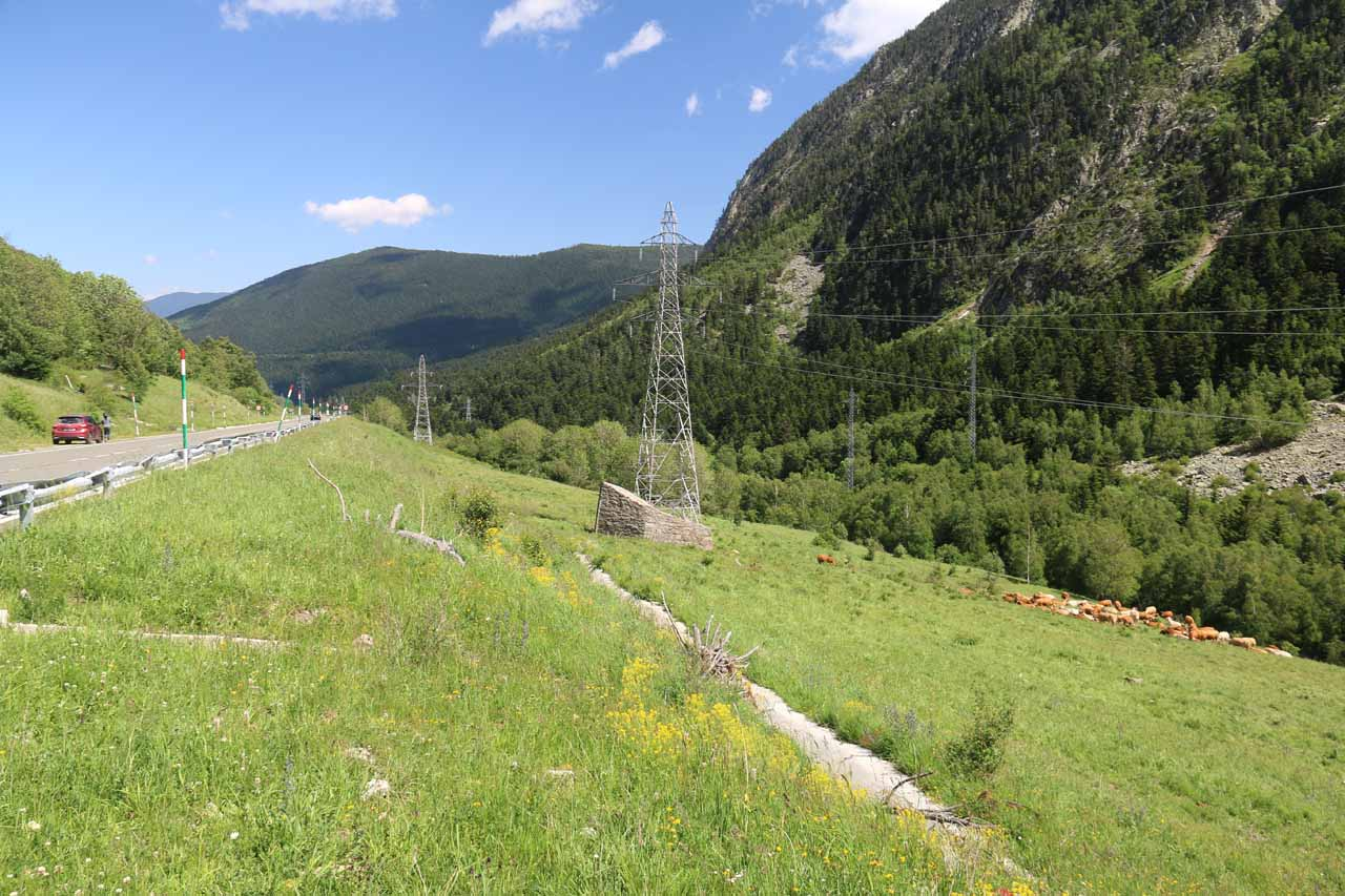 Contextual view of the pullout, the cow pasture, and the power lines where I got my best views of Cascada de Gerber