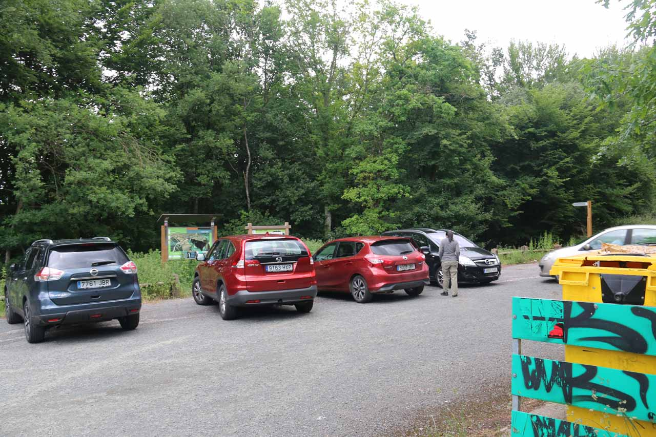 The busy car park for the Cascada de Gujuli