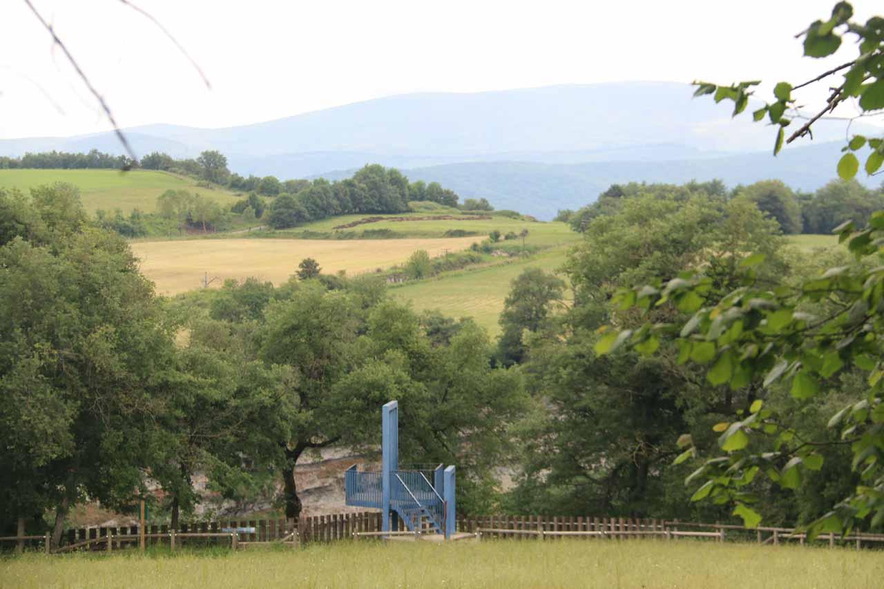 Looking ahead across a different pasture at the Mirador de Cascada de Gujuli