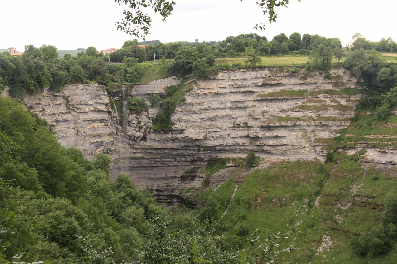 Cascada de Gujuli (Cascada de Gojuri)
