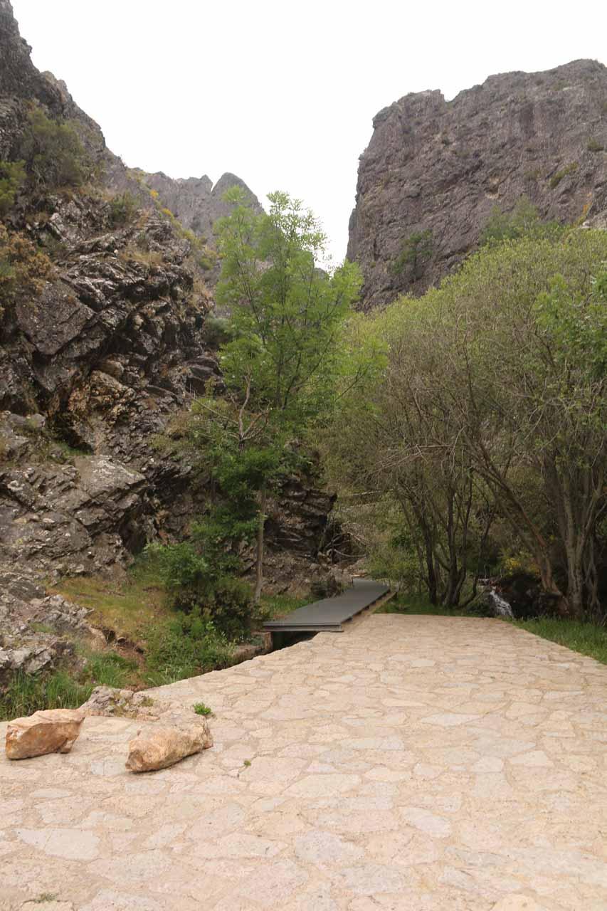 The unsigned trailhead and car park for the Cascada de Nocedo
