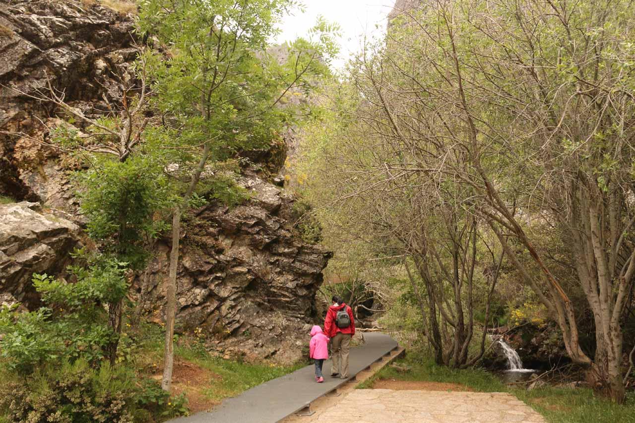 Now Julie and Tahia headed to the Cascada de Nocedo
