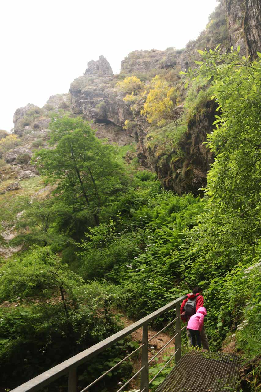 Julie and Tahia starting to leave the Cascada de Nocedo