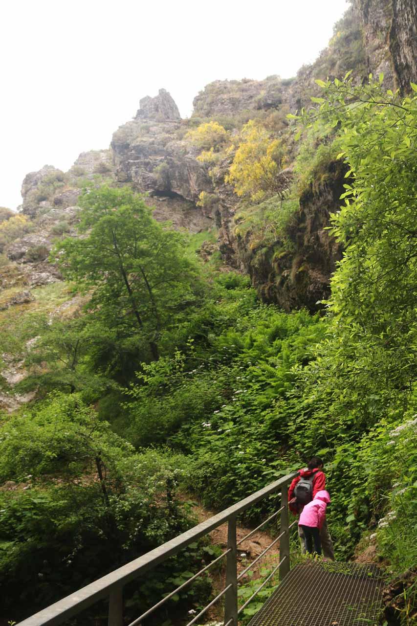 Julie and Tahia starting to leave the Cascada de Nocedo