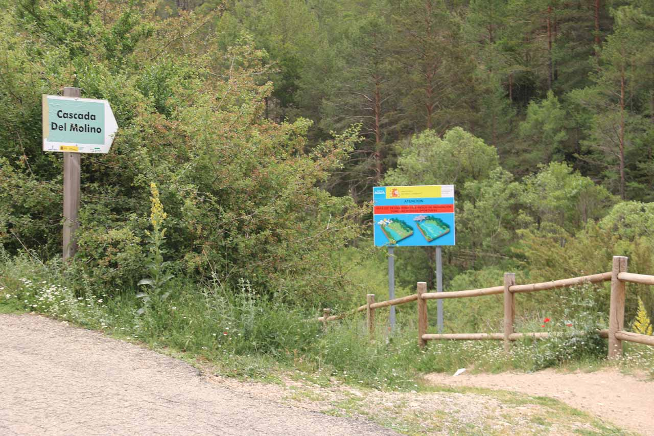 The signposted trailhead for the Cascada del Molino