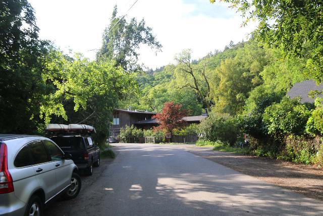Cascade_Falls_001_04192019 - Street parking off the pavement along Cascade Drive