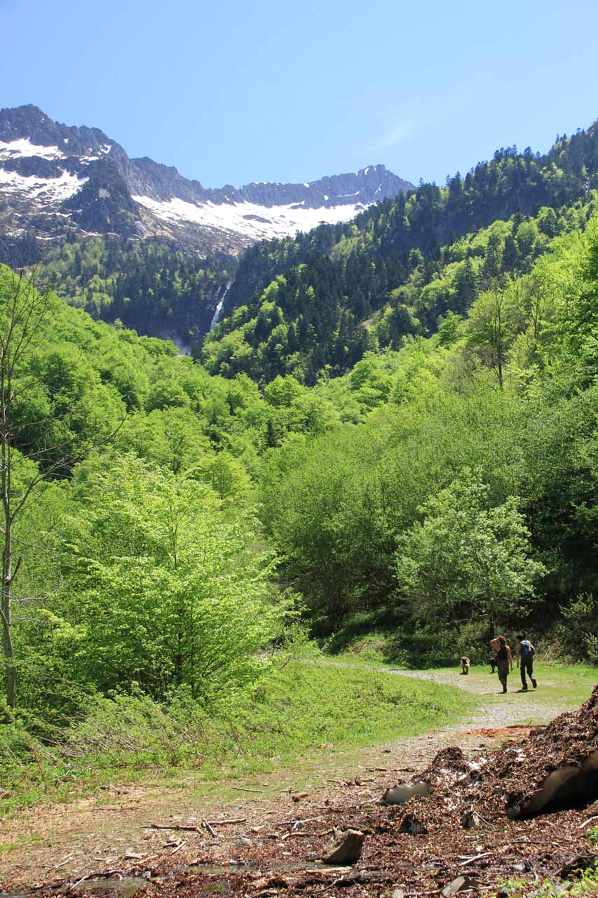 On the hiking trail with the Cascade d'Ars in the background