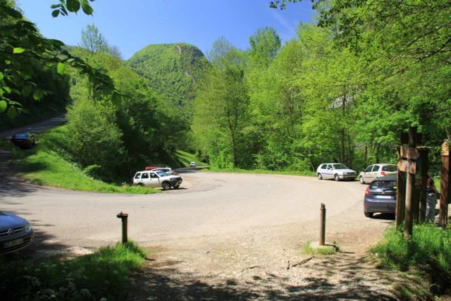 Cascade_dArs_058_20120514 - Trailhead parking for the Cascade d'Ars around this hairpin bend near Aulus-les-Bains