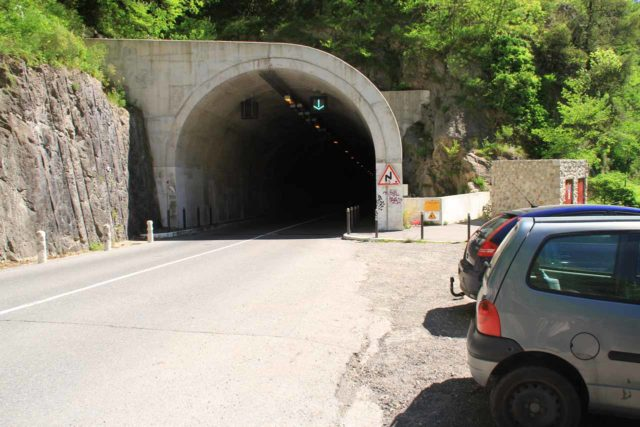 Cascade_de_Courmes_001_20120516 - A few parking spaces next to the tunnel where we then started our walk on the narrow D6 road to Cascade de Courmes