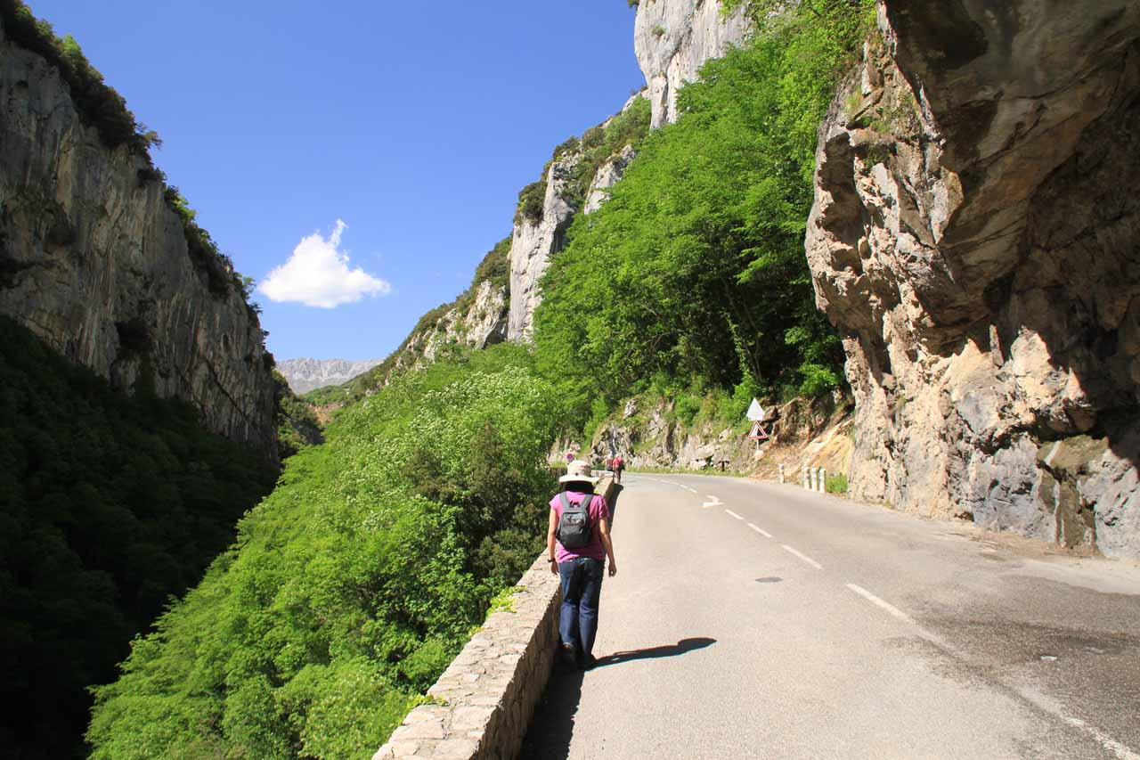 Walking on the road towards the Cascade de Courmes