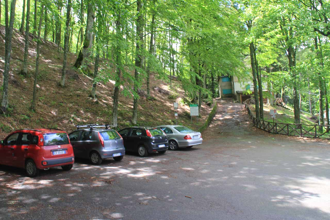 The limited parking and trailhead for Cascate del Dardagna