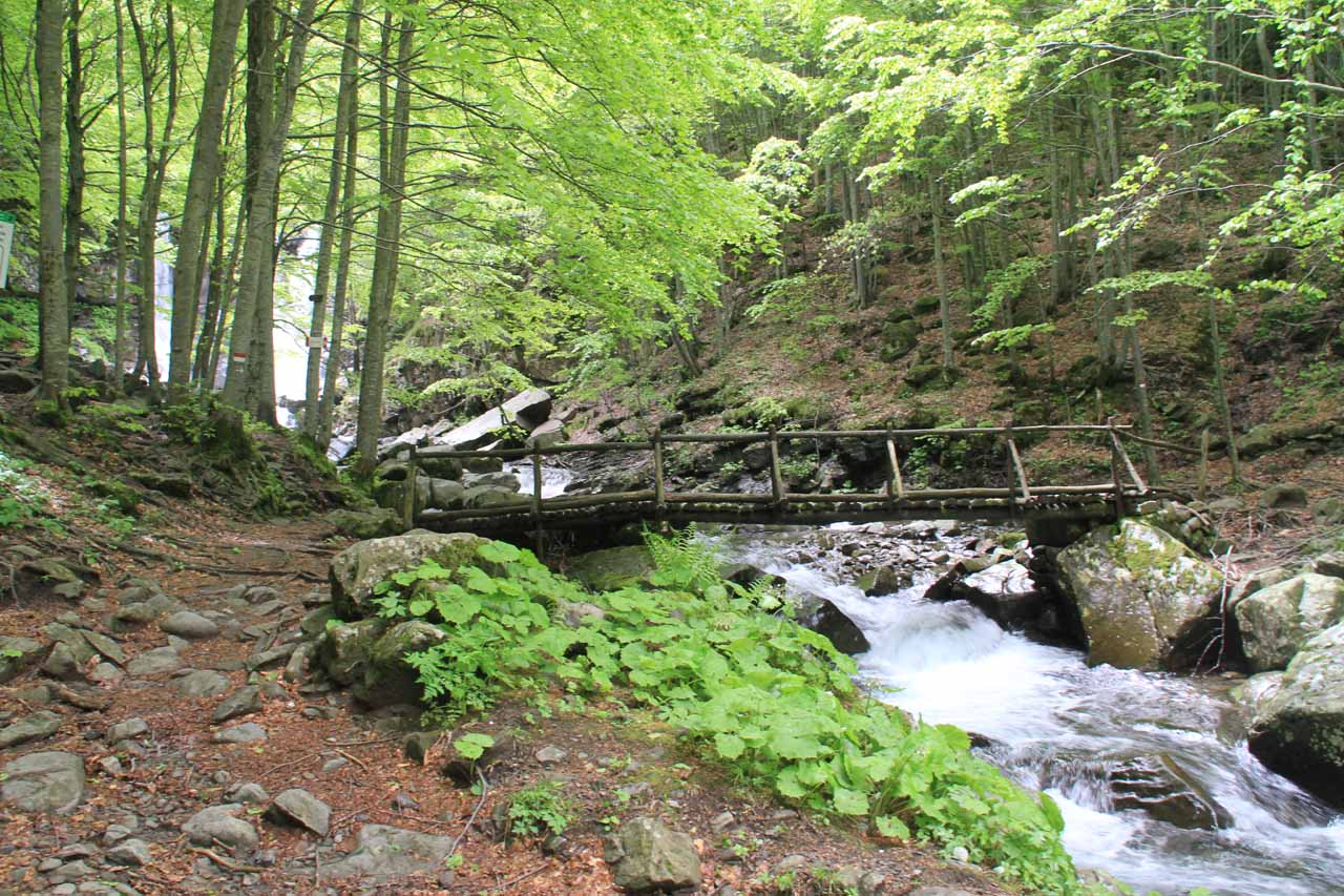 The bridge crossing before the first main waterfall on the Dardagna