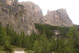 Cascate_di_Pisciadu_116_07162018 - Continuing to look up at the context of the Cascate del Pisciadu surrounded by imposing Dolomite peaks
