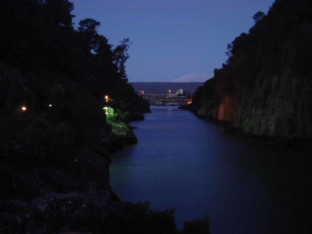 Cataract_Gorge_006_jx_11252006 - I remembered on our first visit to Launceston in 2006, we passed by the Penny Royal complex and entered the Cataract Gorge in twilight, which had some background music and a magical atmosphere
