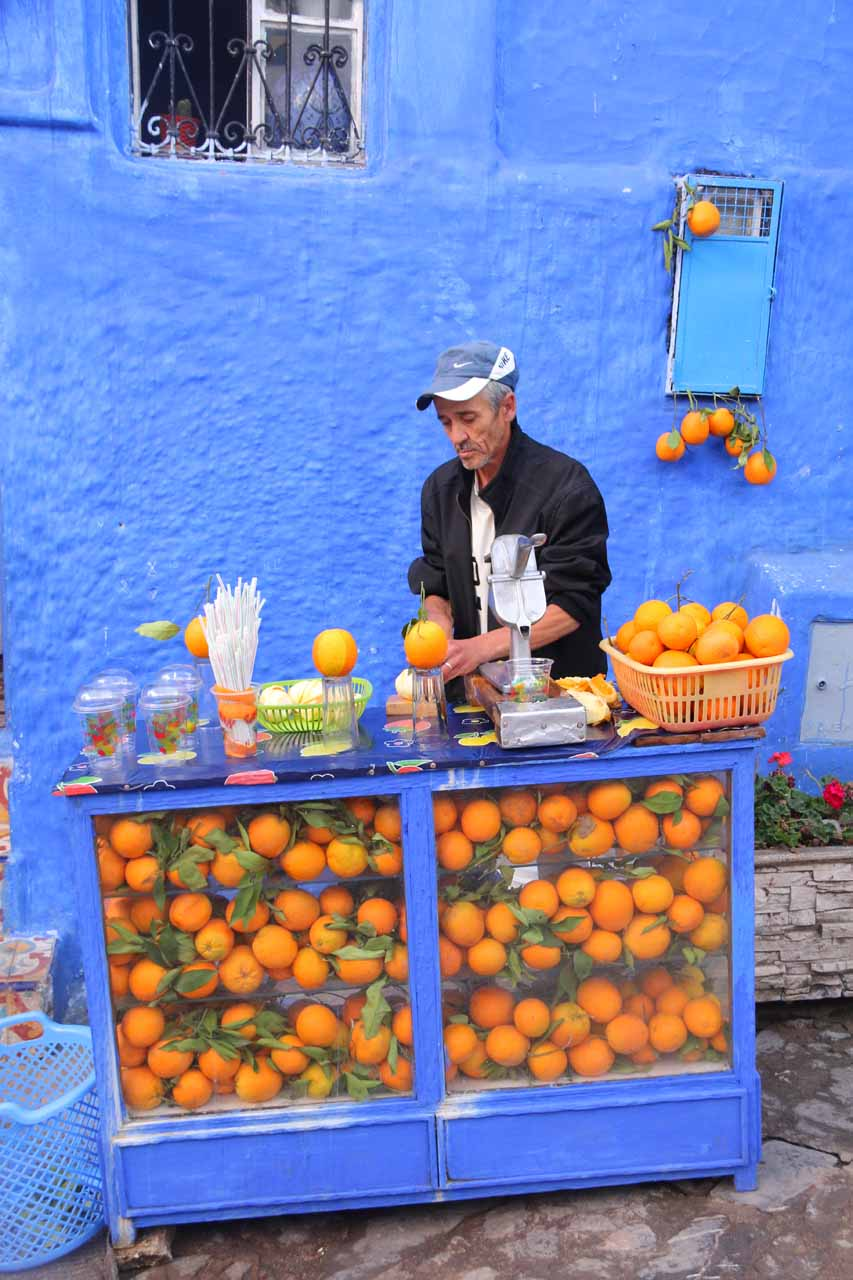 Back at the little square in the Chefchaouen medina where we got more freshly squeezed orange juice