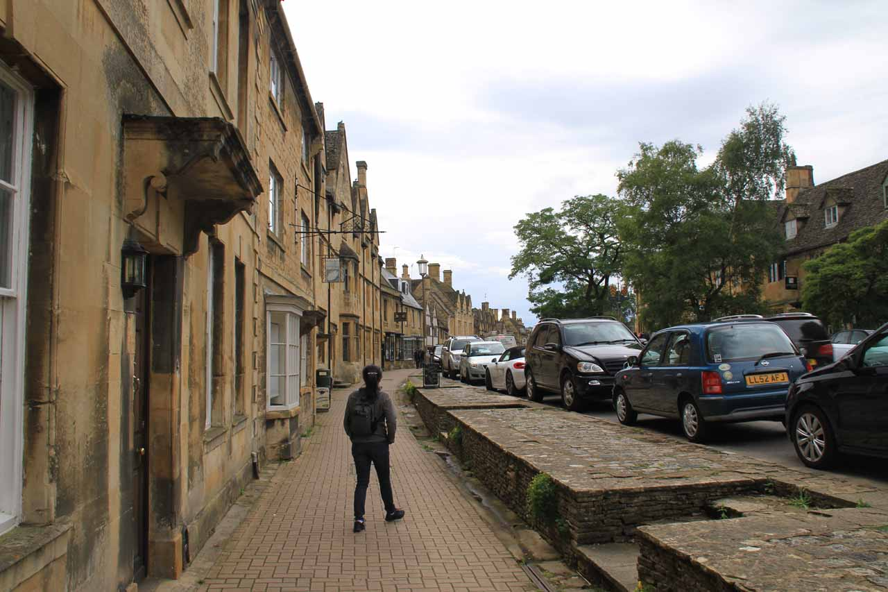 Julie meandering about High Street looking for a takeaway snack or a late afternoon tea place to chill