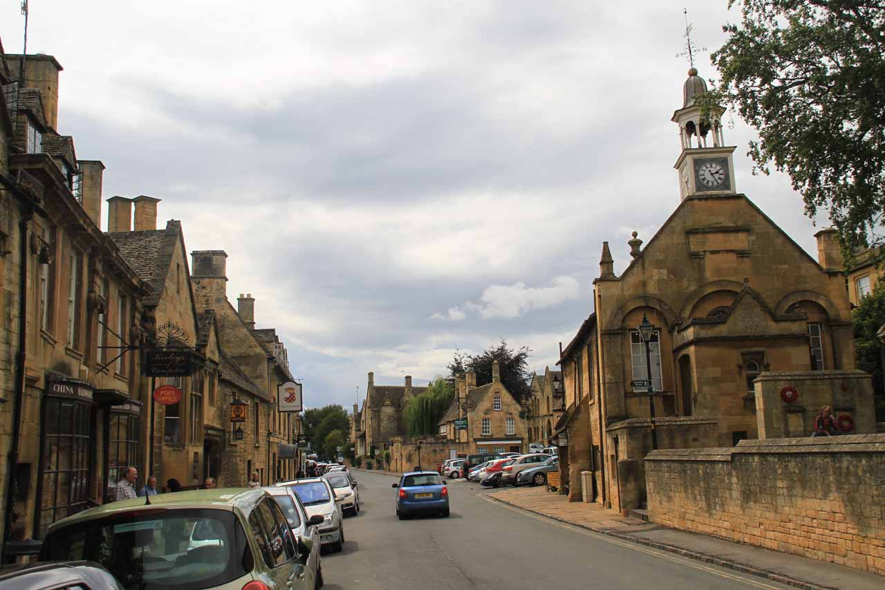 Meandering about the main throughfare of Chipping Campden