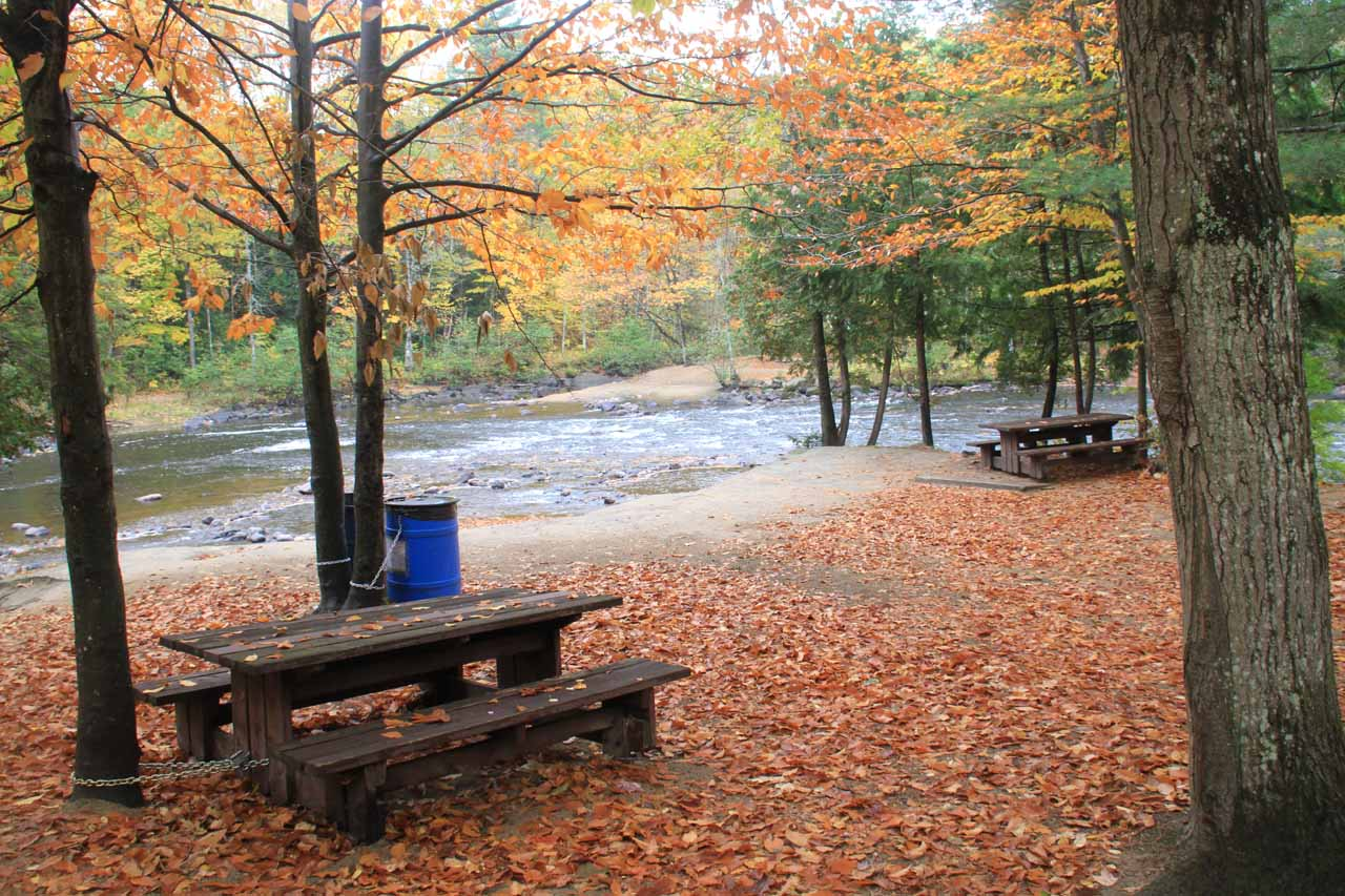 Picnic tables near the bend in the river near the lowest point of the hike along the river