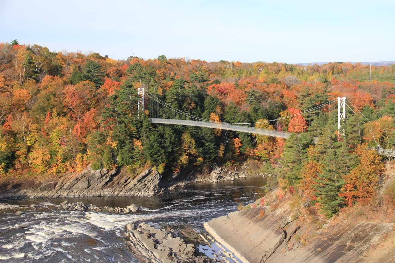 Looking downstream towards the passerelle amongst some beautiful Fall colors