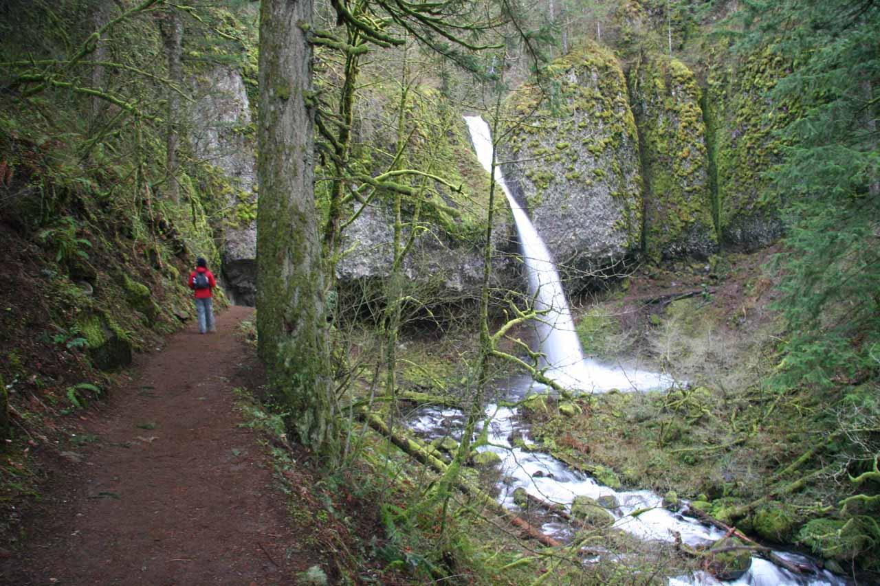 Approaching Ponytail Falls