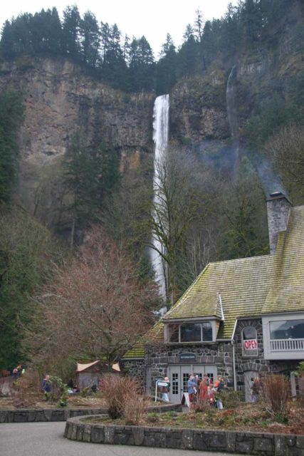 Columbia_River_Gorge_414_03302009 - Context of the Multnomah Falls Lodge fronting the Multnomah Falls itself under some fairly bad weather so there wasn't a whole lot of people when we showed up in late March 2009