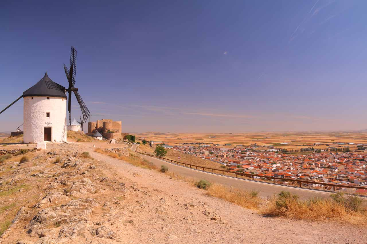 Context of a windmill and the castle overlooking Consuegra