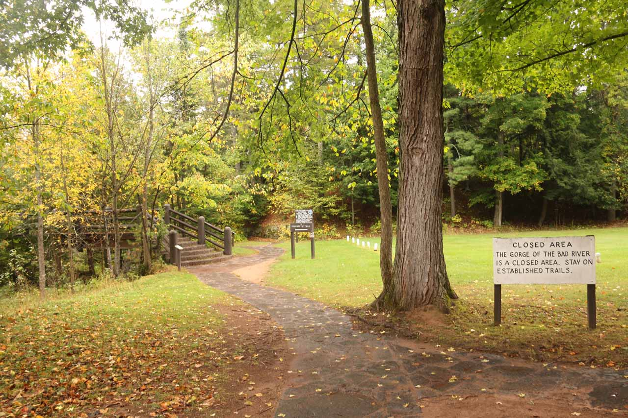 Beyond the concession buildings, the well-developed and well-signed loop trail began