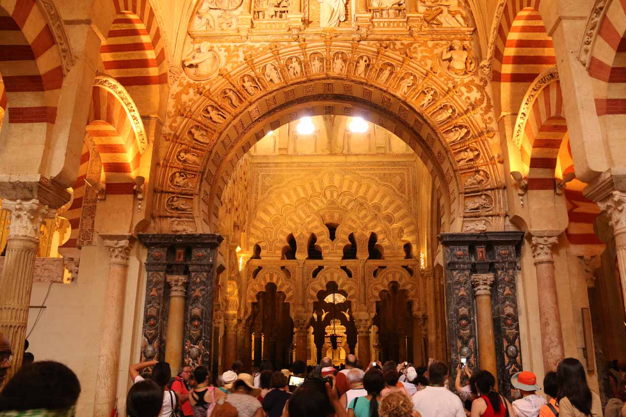 A lot of people crowding to get under this arch and further along the Mezquita