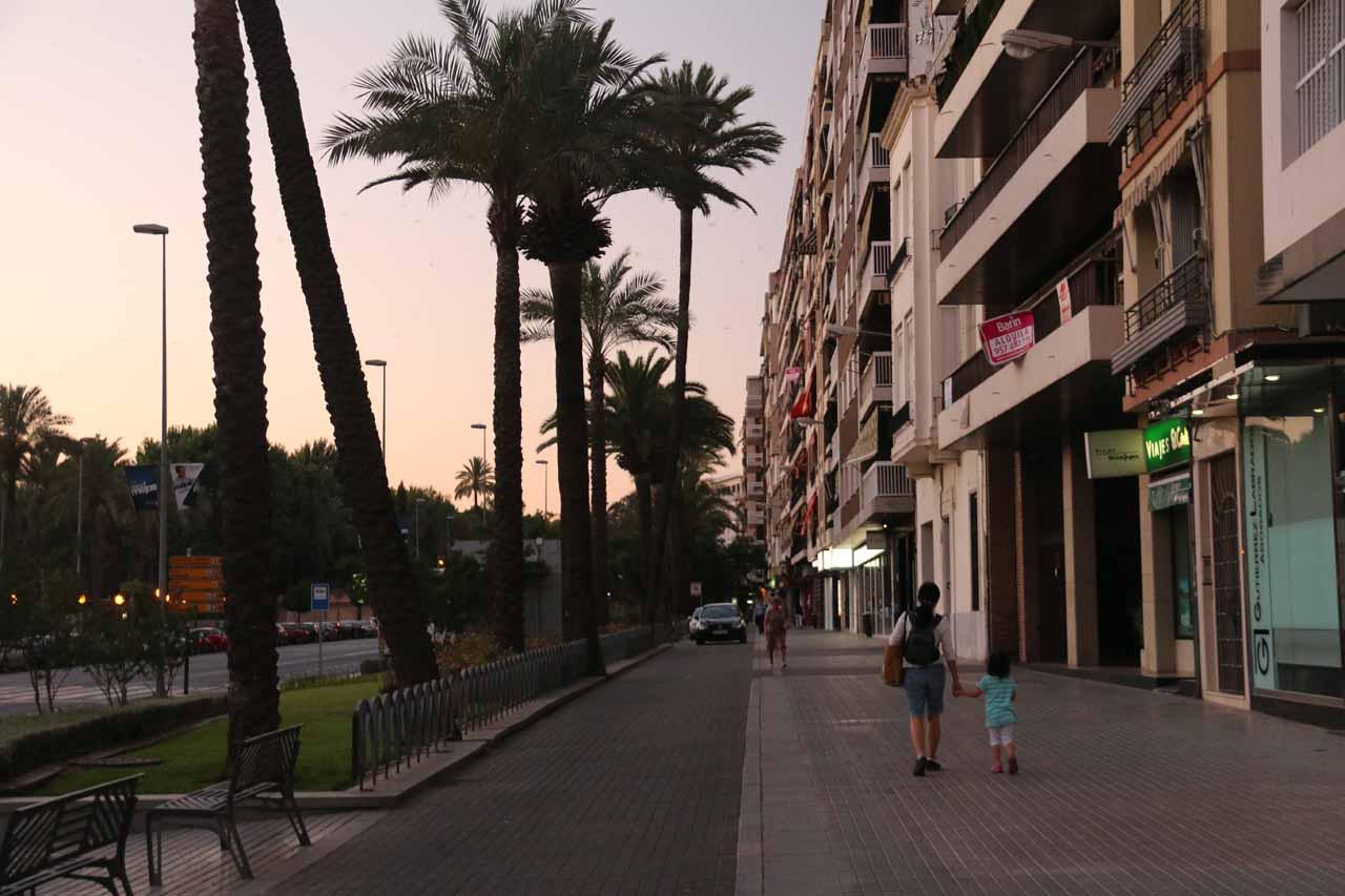 Julie and Tahia walking in the twilight back towards the AC Cordoba along Paseo de la Victoria
