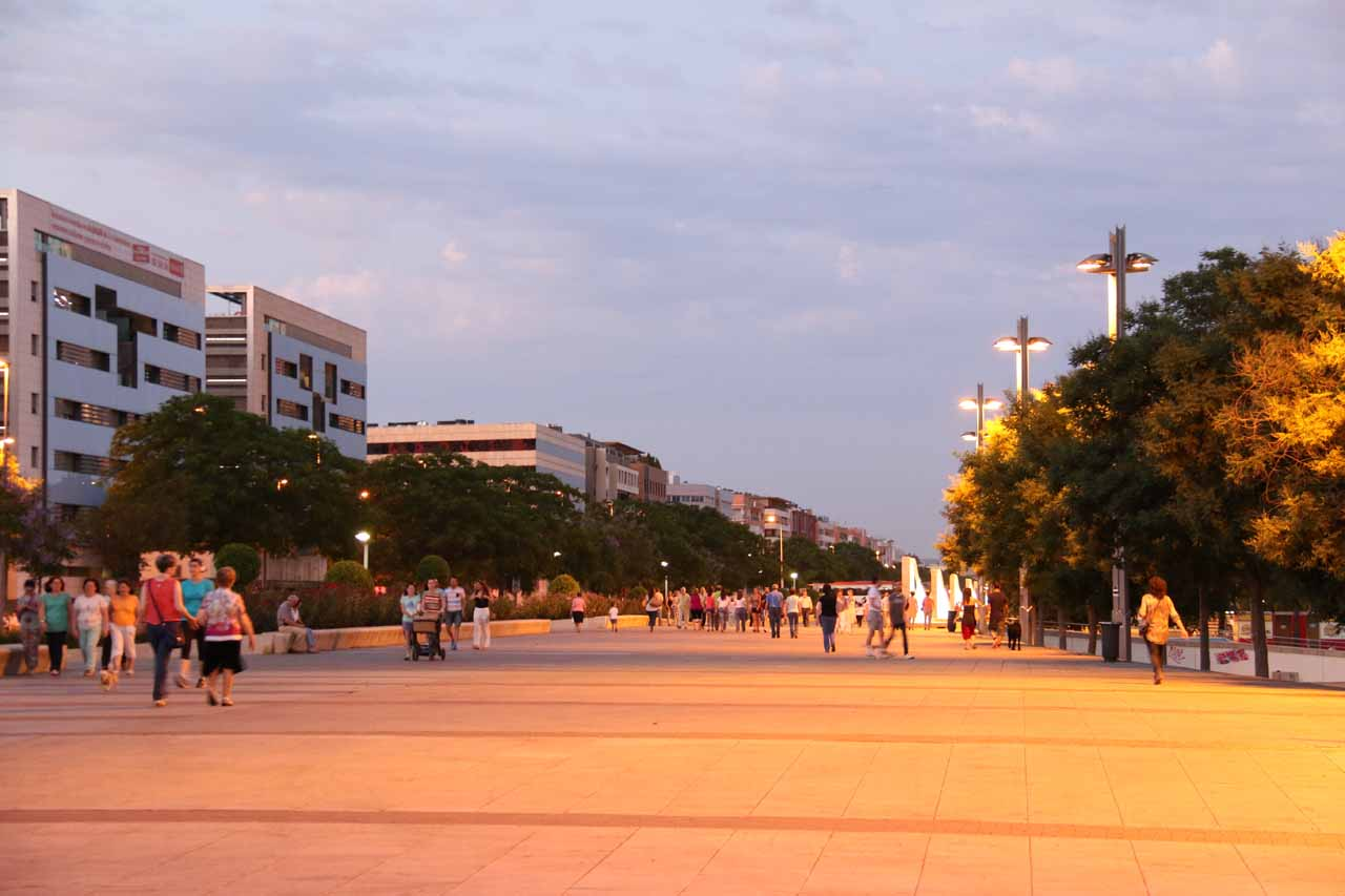 Even this far away from the bustling Juderia, there were plenty of locals on their evening paseo near the Avenida de la Libertad