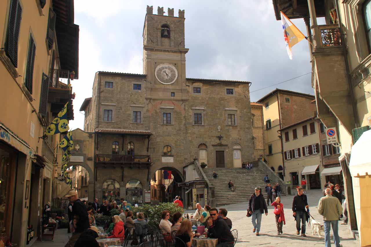 Looking back at the somewhat busy piazza in Cortona