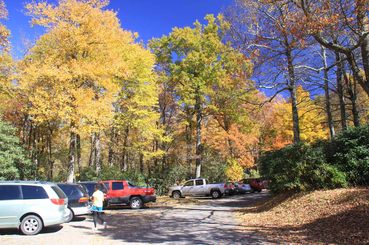 Car park at the visitor center for Crabtree Falls