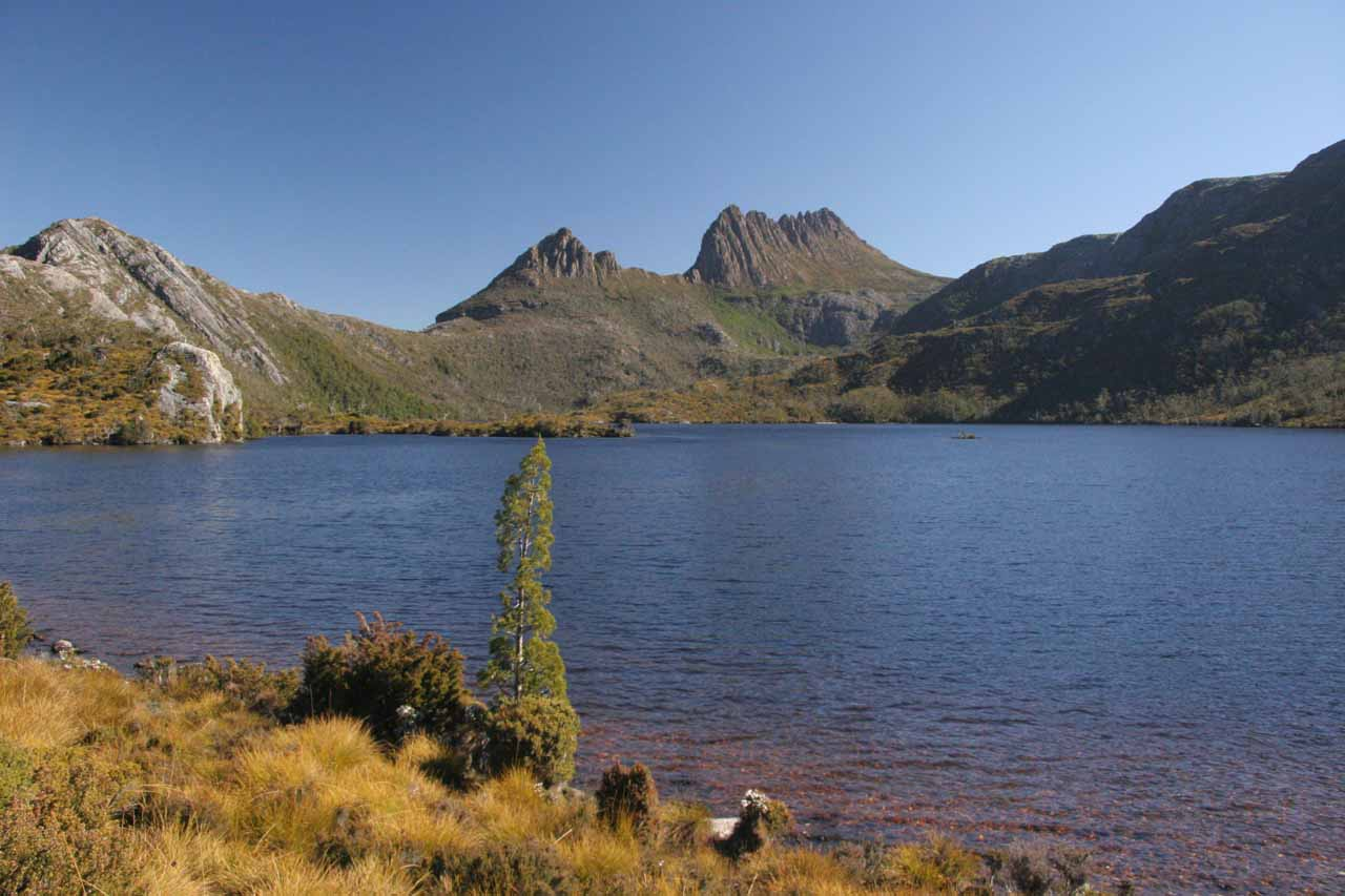 We started our 2006 Montezuma Falls visit by driving for about an hour and 15 minutes from Cradle Valley (featuring Dove Lake and Cradle Mountain) where we had spent the previous night