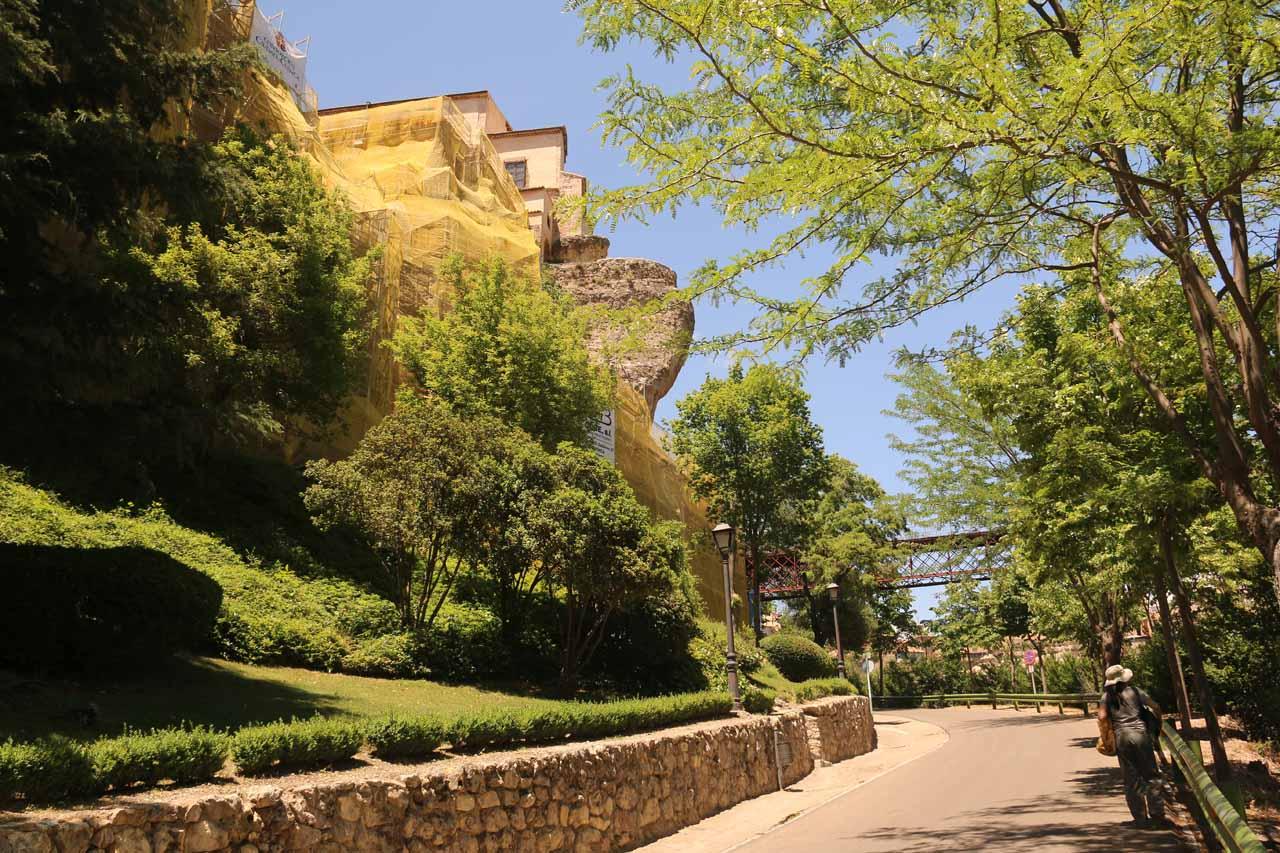 Walking towards the Casas Colgadas