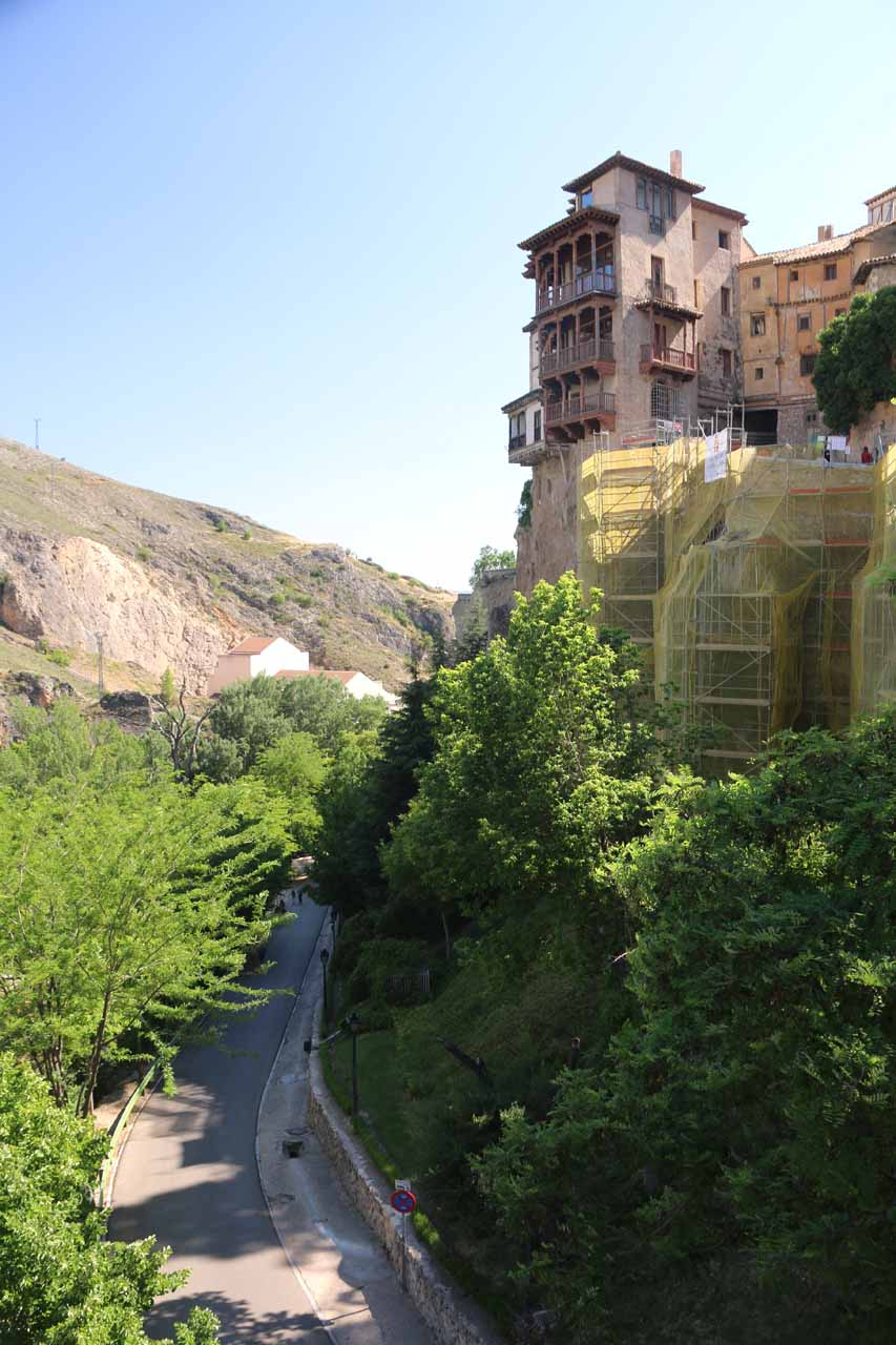 Looking towards one of the Casas Colgadas with scaffoldings in context with the rest of the gorge