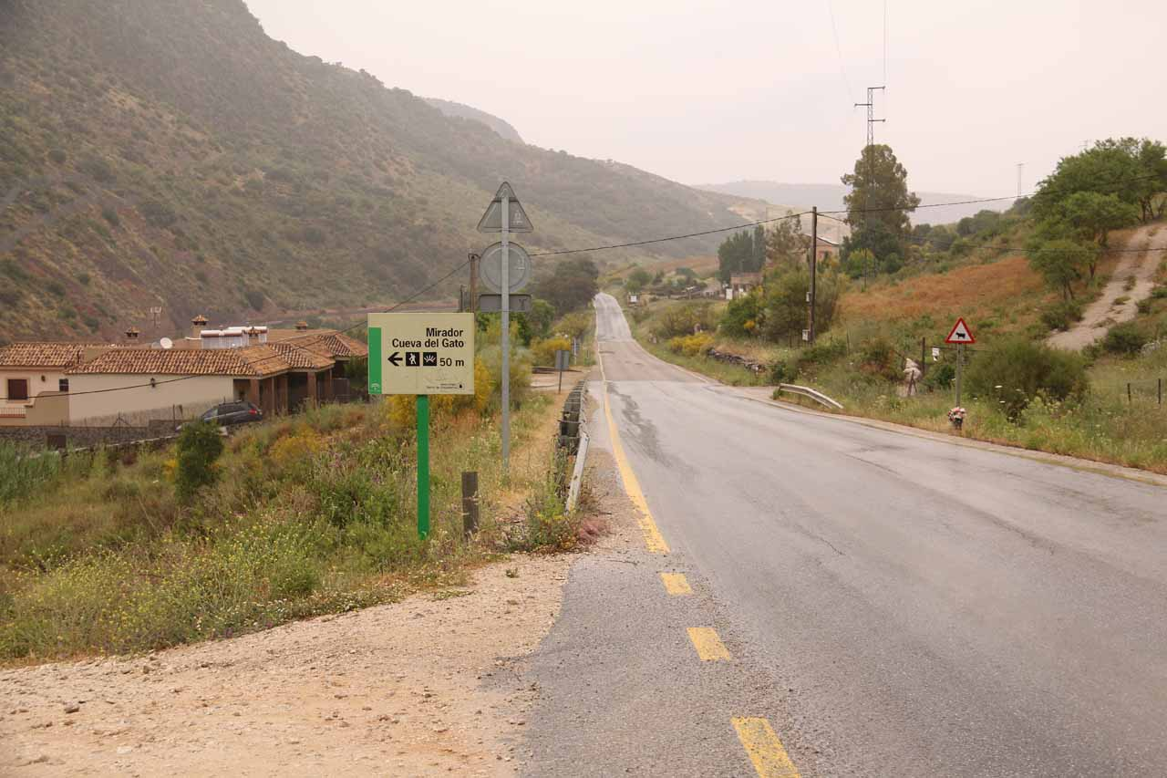 Context of the roadside car park for the Cueva del Gato. That road is the MA-7401