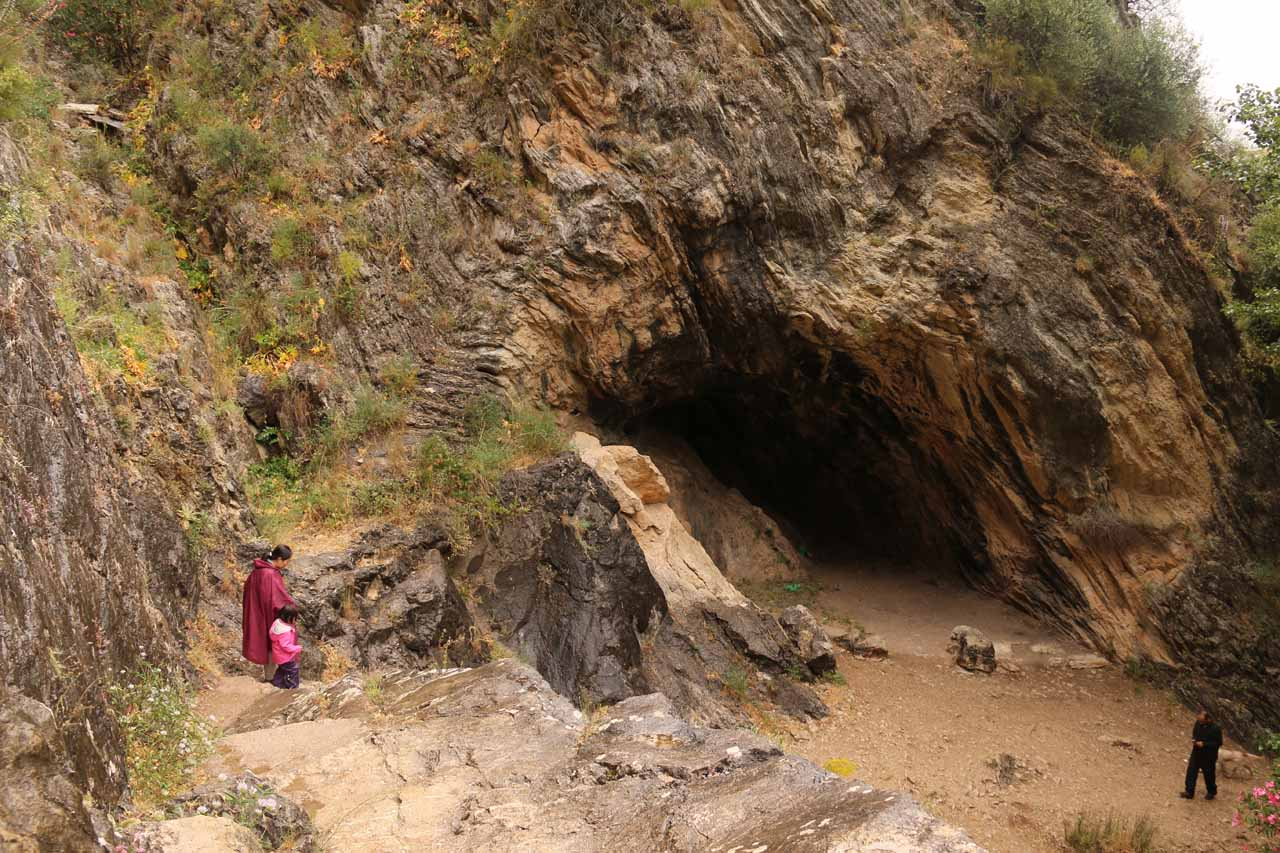 The trail leading up to the Cueva del Gato's mouth passed by this cave-like alcove
