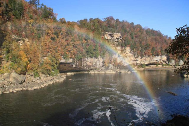Cumberland_Falls_032_20121021 - Looking downstream from Cumberland Falls towards a nearly full arcing rainbow