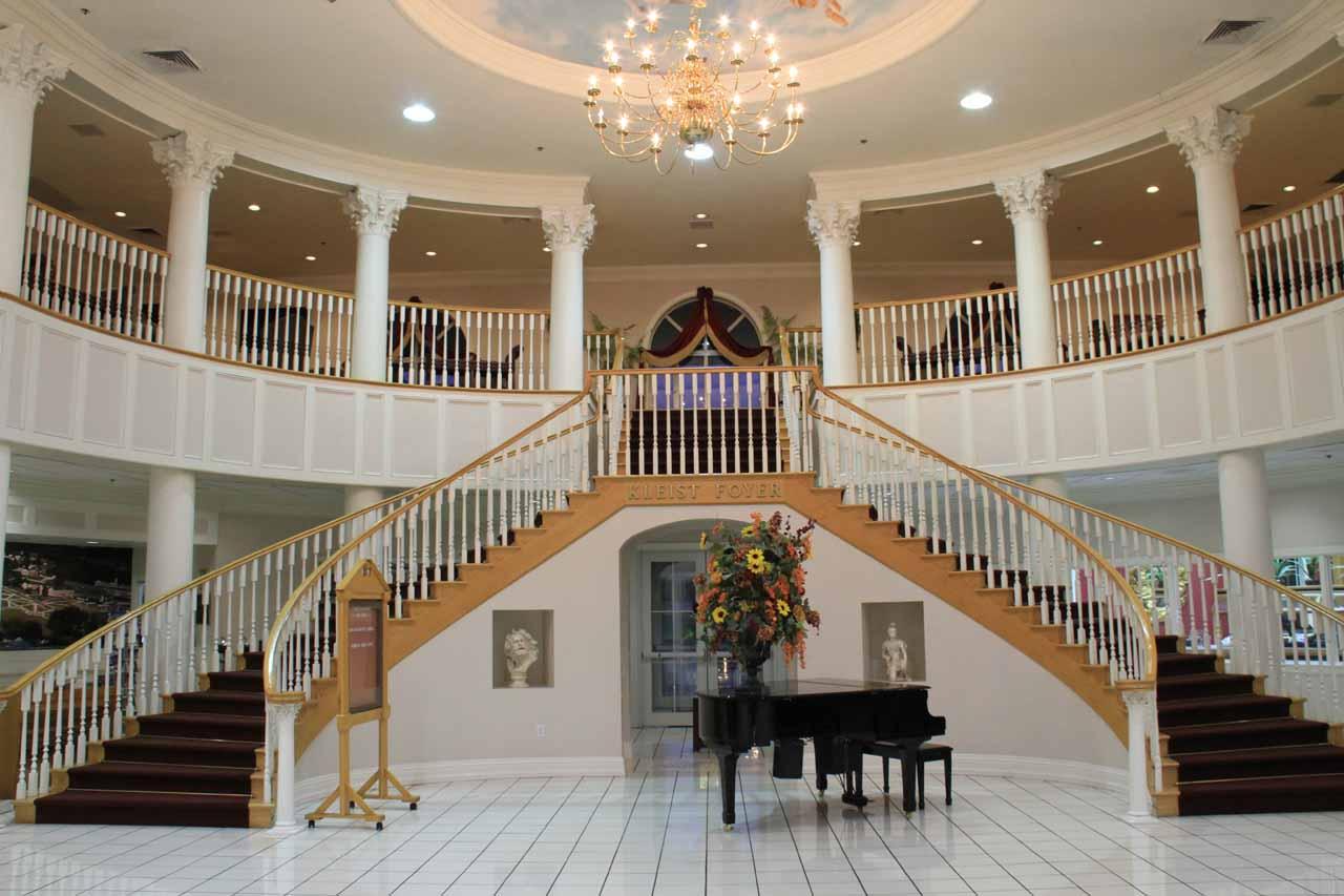 The foyer of the Cumberland Inn